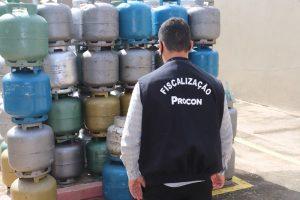 Procon de Coxim fiscaliza preço abusivo do preço de gás de cozinha