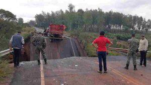 Duas pessoas morrem em queda de ponte no Paraguai